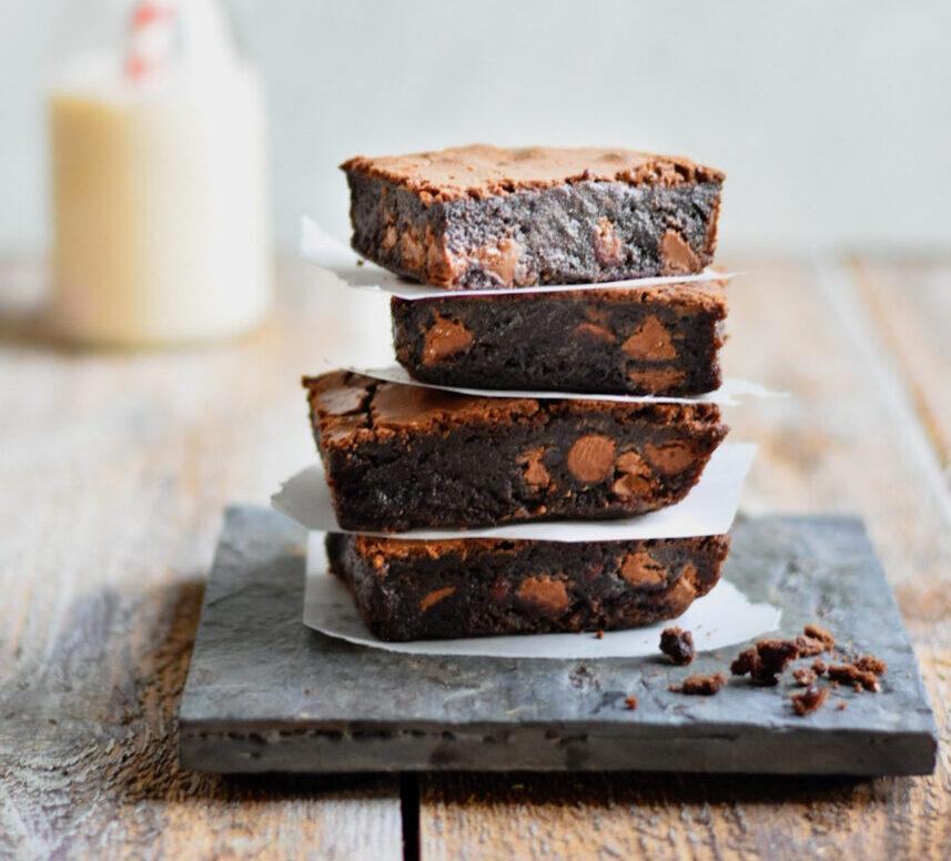 chocolate brownies and milk